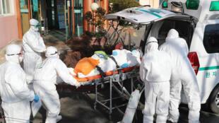 فيروس كورونا الذي ظهر بداية في الصين خلّف ضحايا في عدة دول
