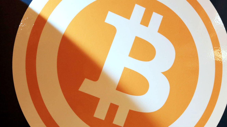 Infalsifiable, la blockchain est très utile dans les transactions Bitcoin puisqu'elle empêche de dépenser la monnaie auprès de plusieurs destinataires différents au même moment.