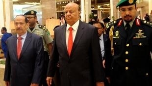 الرئيس اليمني عبد ربه منصور هادي -في الوسط-