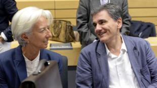 وزير المالية اليوناني إلى جانب الأمينة العامة لصندوق النقد الدولي