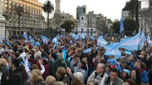 Miles de ciudadanos marcharon en las calles de Buenos Aires y otras ciudades en apoyo al presidente Mauricio Macri. 24 de agosto de 2019.
