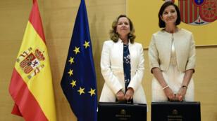 La ministre de l'Économie Nadia Calvino (gauche) et la ministre de l'Industrie Reyes Maroto à Madrid le 7 juin.