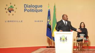 Ali Bongo, bien vivant, lors d'un discours au palais présidentiel de Libreville, le 28 mars 2017.