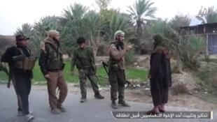 """صورة نشرها حساب أحد الجهاديين لتحضير """"انتحاري"""""""