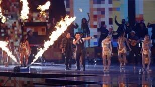 Luis Fonsi y Victor Manuelle cantan 'Despacito' los premios Grammy Latinos. Las Vegas, 16 de noviembre 2017.