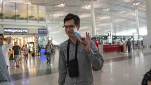 Alek Sigley, un estudiante australiano que fue detenido en Corea del Norte, se dirige al Aeropuerto Internacional de Beijing, China, el 4 de julio de 2019.