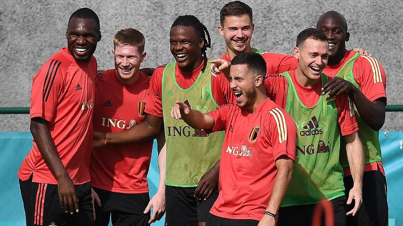 Les joueurs belges rigolant à l'entraînement dans leur camp de base de Tubize, en Belgique, le 15 juin 2021.