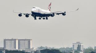 Un Boeing 747 de British Airways en phase d'atterrissage à l'aéroport londonien d'Heathrow le 3 mai 2019