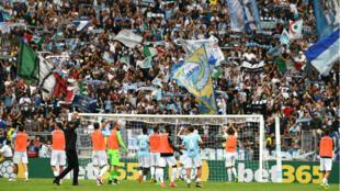 مشجعو نادي لاتسيو الإيطالي لديهم تاريخ طويل مع الهتافات العنصرية والمعادية للسامية