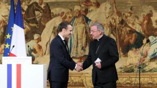 Le nonce apostolique Luigi Ventura lors d'une cérémonie le 4 janvier 2018 avec Emmanuel Macron.