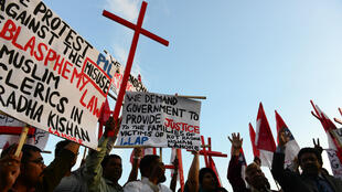 Des Chrétiens pakistanais protestant, en novembre 2014, à Islamabad, contre le lynchage d'un couple accusé de blasphème sur un Coran.