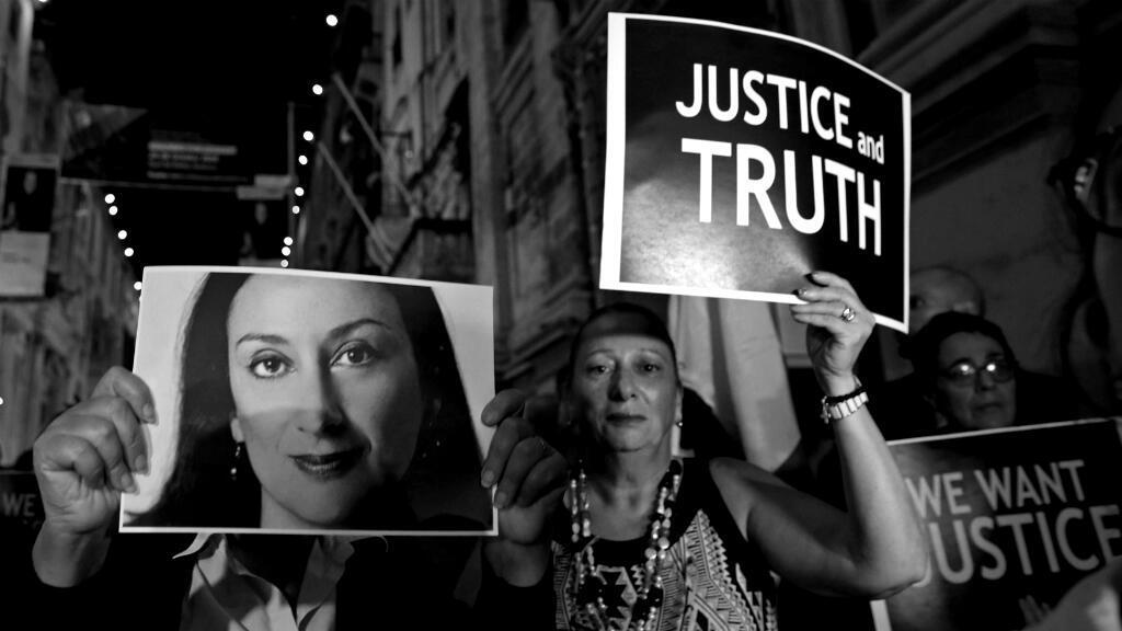 Ciudadanos protestan por la falta de justicia en el caso del asesinato de la periodista maltesa Daphne Caruana Galizia en La Valeta, Malta. Las marchas se realizaron en el primer aniversario del crimen el 16 de octubre de 2018.