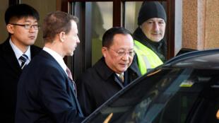 El ministro de Relaciones Exteriores de Corea del Norte, Ri Yong Ho, deja el gobierno sueco construyendo Rosenbad en Estocolmo, Suecia, el 16 de marzo de 2018.