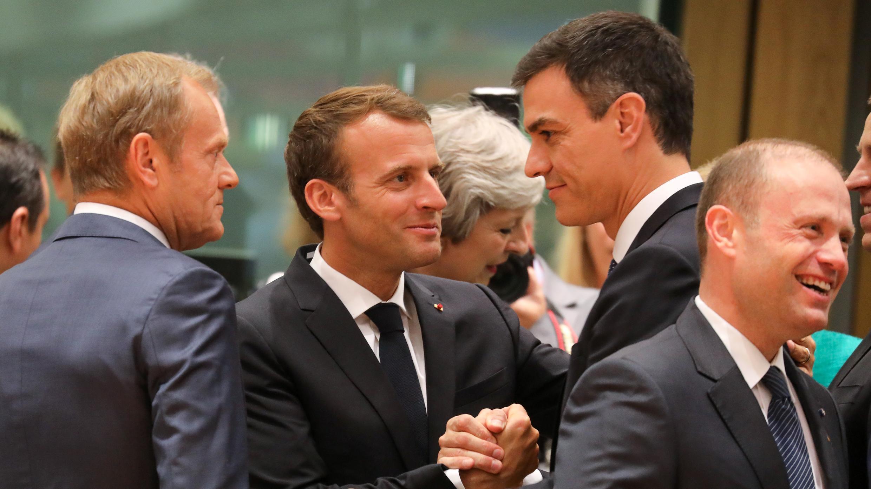Donald Tusk, Emmanuel Macron et Pedro Sanchez à Bruxelles, le 28 juin 2018.