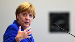 La chancelière allemande Angela Merkel s'en est pris à Volkswagen, englué dans un scandale aux États-Unis.