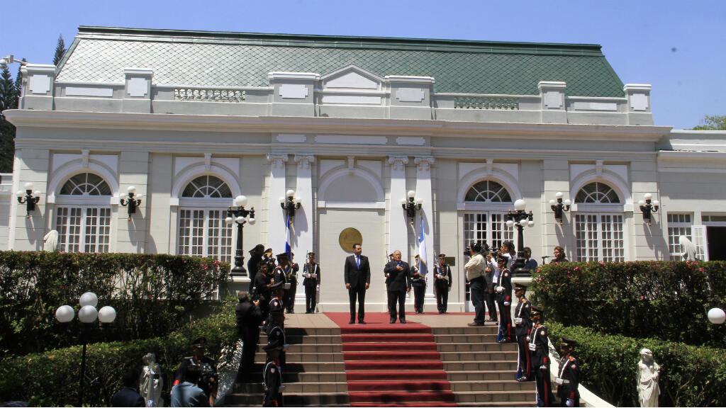 El presidente de Guatemala realiza su primera visita de Estado a El Salvador tras tomar posesión el pasado 14 de enero de 2016.