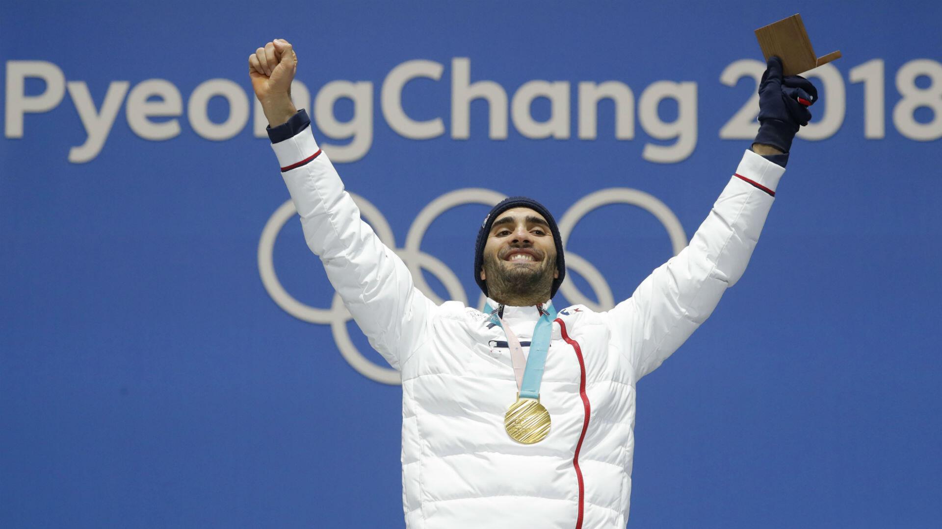 À l'arrivée du relais mixte en biathlon, Martin Fourcade lève une nouvelle fois les bras au ciel. Le Catalan vient de remporter sa troisième médaille d'or sur ces JO et devient, avec cinq titres en carrière, le Français le plus titré aux Jeux.