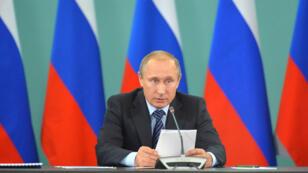 Vladimir Poutine annonce une enquête sur les accusations de dopage et de corruption dans l'athlétisme russe, le 11 novembre.