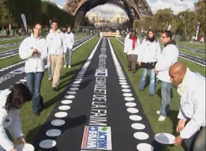 Food aid activists in Paris laid out 10,000 empty plates at the foot of the Eiffel Tower to bring attention to the 10,000 children who die from hunger each day.