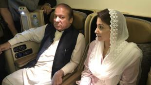L'ancien Premier ministre pakistanais Nawaz Sharif et sa fille Maryam arrêtés peu après l'atterrissage de leur avion, le 13 juillet 2018..