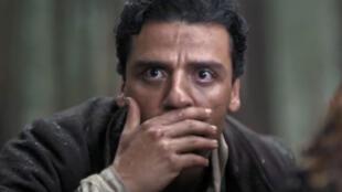 L'acteur Oscar Isaac interprète Michael Boghosian, un étudiant en médecine d'origine arménienne