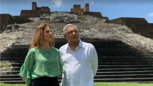 Fotograma de un video que muestra al presidente Andrés Manuel López Obrador y a su esposa, Beatriz Gutiérrez Müller. 25 de marzo de 2019.