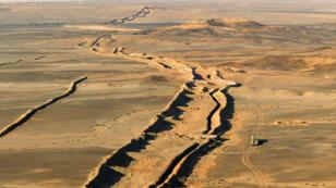 Le mur de séparation entre le Maroc et le Sahara occidental, près de la frontière mauritanienne, a été érigé dans les années 1980.