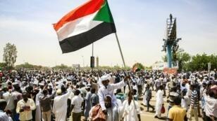 متظاهرون في الخرطوم. 11 أبريل/نيسان 2019.