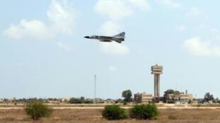 إقلاع مقاتلة ميغ-23 من القاعدة الجوية في مصراتة الليبية