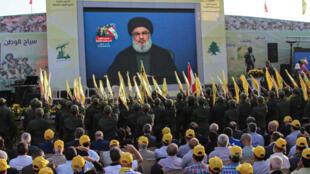 Des sympathisants du Hezbollah écoutant le discours du chef du parti Hasan Nasrallah, dans la Bekaa au Liban, le 25 août 2019.