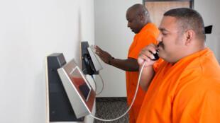 Aux États-Unis, nombreuses sont les prisons à proposer des visites en vidéo au lieu de visites en personne.