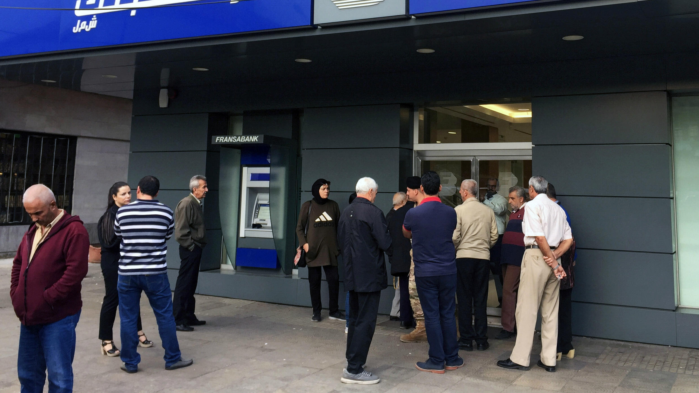 المصارف تغلق أبوابها بسبب الإضراب