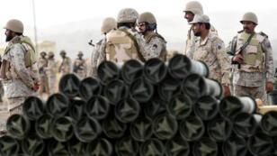 Des soldats saoudiens photographiés près de la frontière avec le Yémen, en avril 2015.