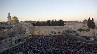 Prière au mur des Lamentations, dans la vieille ville de Jérusalem, le 15 juin 2014.