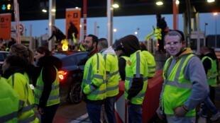"""Manifestation des """"Gilets jaunes"""" près de Nantes le 24novembre2018."""