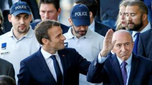 El Presidente francés, Emmanuel Macron, acompañado del entonces Ministro del interior, Gérard Collomb, en una visita a la ciudad de Lyon. 28 de septiembre de 2017.