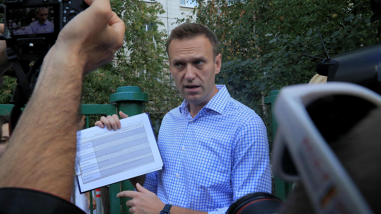 El opositor ruso Alexei Navalni antes de asistir a un centro de votación para las elecciones al Parlamento de Moscú. 9 de septiembre de 2019.