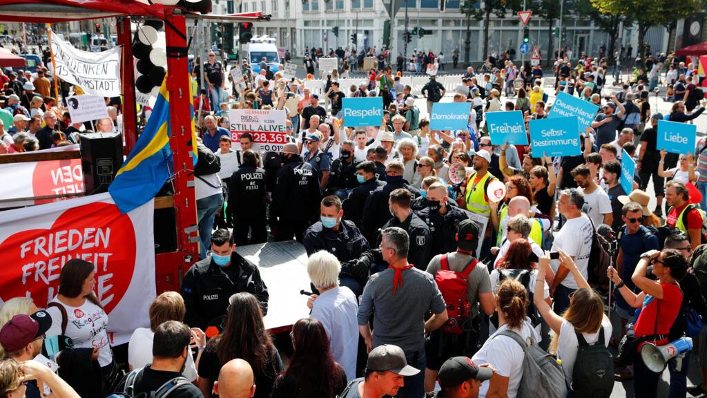 Covid-19 en Allemagne : la police disperse une nouvelle manifestation anti-masques à Berlin