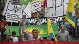 Un millier de personnes ont manifesté samedi à Paris pour soutenir les minorités en Irak.