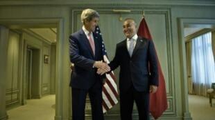 وزير الخارجية التركي مولود تشاوش أوغلو ونظيره الأمريكي جون كيري الأربعاء 5 آب/اغسطس 2015