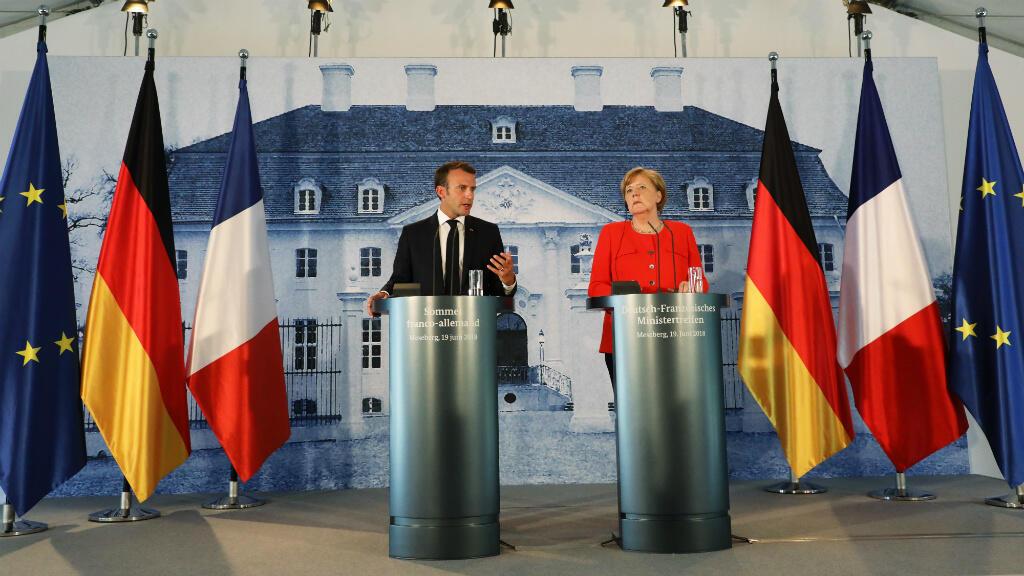 Le président français Emmanuel Macron et la chancelière allemande Angela Merkel lors d'une conférence de presse, mardi 19 juin 2018, à Meseberg, près de Berlin.