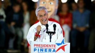 El candidato presidencial chileno, Sebastián Piñera, pronunció un discurso durante el mitin de la campaña de cierre en Santiago, Chile, el 16 de noviembre de 2017.