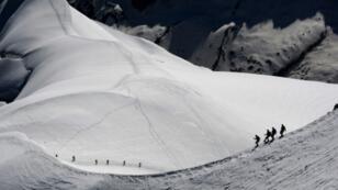 متزلجون في منطقة الالب الفرنسية.