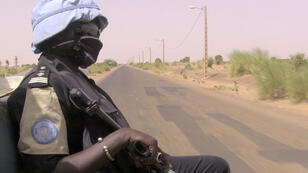 Un casque bleu patrouille au Mali, le 18 mai 2017.