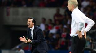 Unai Emery (à gauche), successeur d'Arsène Wenger (à droite) sur le banc d'Arsenal.