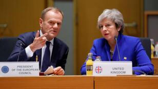 Donald Tusk, el presidente del Consejo Europeo, y la primera ministra británica, Theresa May, durante la cumbre de líderes de la UE el 25 de noviembre de 2018.