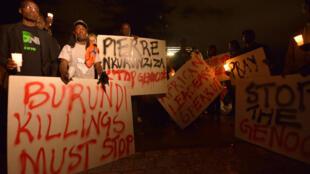 Des manifestants appellent à la fin des violences au Burundi, le 23 décembre 2015, à Nairobi, la capitale kenyane où sont réfugiés de nombreux Burundais.