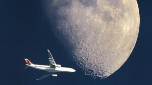 Un vol direct pour la Lune en classe éco, s'il vous plaît.