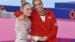 Maggie Haney (D) avec la gymnaste Riley McCusker le 30 juillet 2019 à Lima (Pérou)