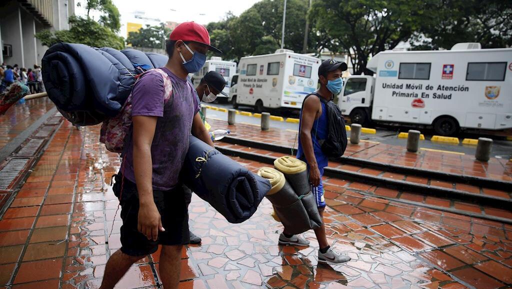 Cerca de 200 venezolanos salieron el 13 de abril en buses desde la ciudad de Cali hacia la frontera entre Colombia y Venezuela para regresar a su país de origen por el Covid-19.